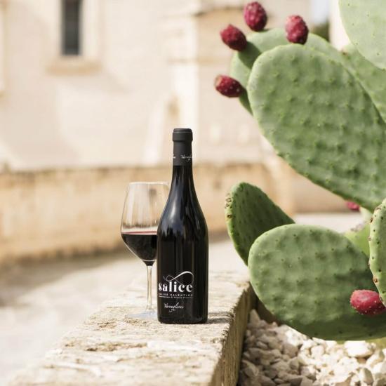 varvaglione salice bottiglia di vino